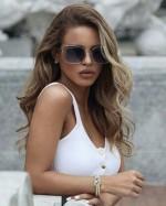 Alegerea de ochelari de soare de dama este mai specifica, deoarece doamnele au multe cerinte cu privire  la lookul lor ce este in stransa legatura  cu alegerea cu  atentie a lentilelor si a ramelor. Bineinteles , piata asigura o diversitate imensa de modele si branduri , cu ajutorul carora veti arata irezistibil. Acum hai sa vedem ce este important pentru alegerea ochilarilor.