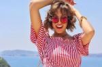 Daca doriti sa aratati cool , nu uitati cal mai important accesoriu : ochelarii de soare! Asa si asa este necesar sa va protejati ochii de razele ultraviolete, puteti si arata bine cu un model minunat cu lentile cu efect de oglinda.